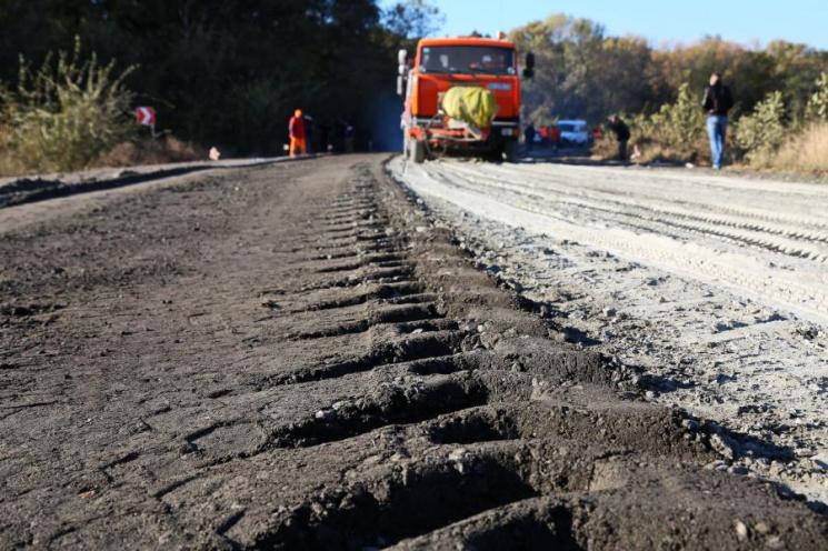 На Харківщині створили Дорожній фонд: У Світличної пояснили, як тепер ремонтуватимуть дороги