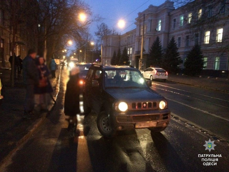 На Старопортофранківськійшколяр, виходячи з трамваю, попав під автівку