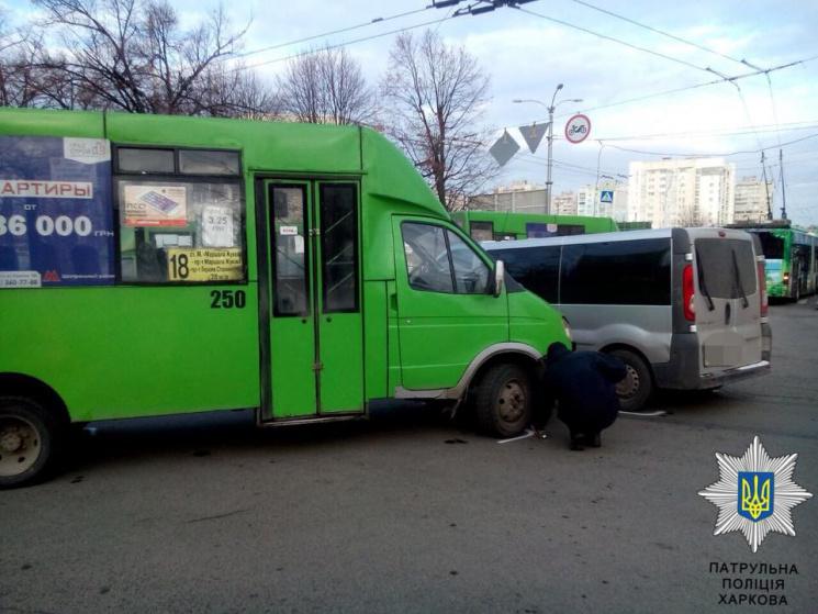 У Харкові маршрутка протаранила мікроавтобус (ФОТО)