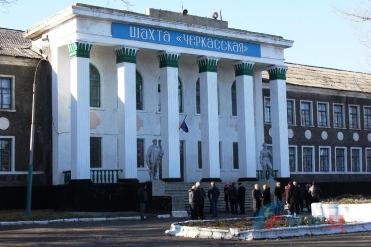 На окупованій Луганщині під завалами у шахті знайшли тіло гірника