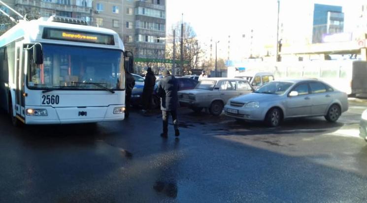 Коли у Дніпрі пустять тролейбус на Парус і відновлять повний рух трамваю №1