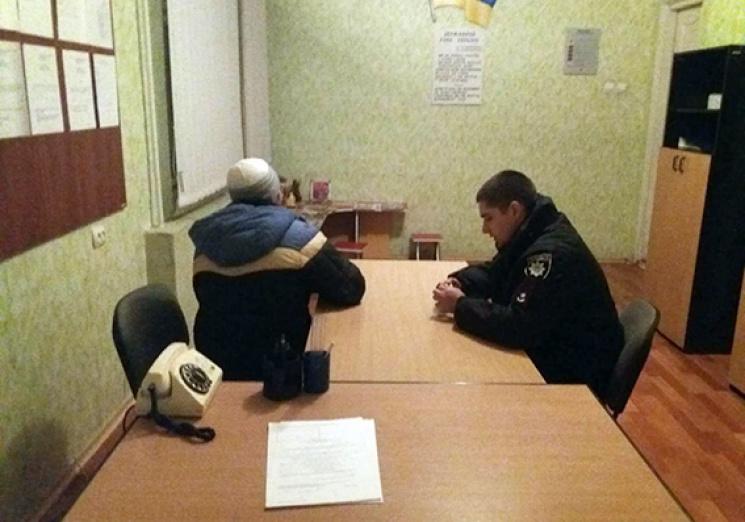На Хмельниччині чолов'яга з ножицями пограбував дитсадок (ФОТО)