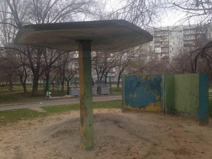 Чим жила Україна: Парасольки з бетону, пригоди голого африканця в метро та сільгосп-кортеж