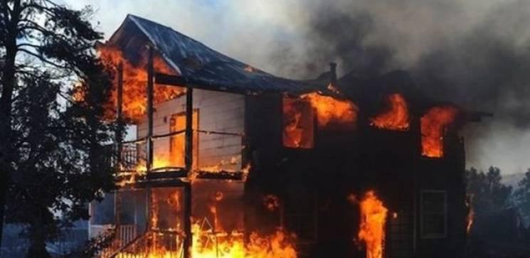 Россиянка из мести сожгла дом с друзьями…