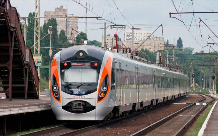 НаХарківщині зламався «Інтерсіті»: пасажирів пересадили в інший швидкісний потяг