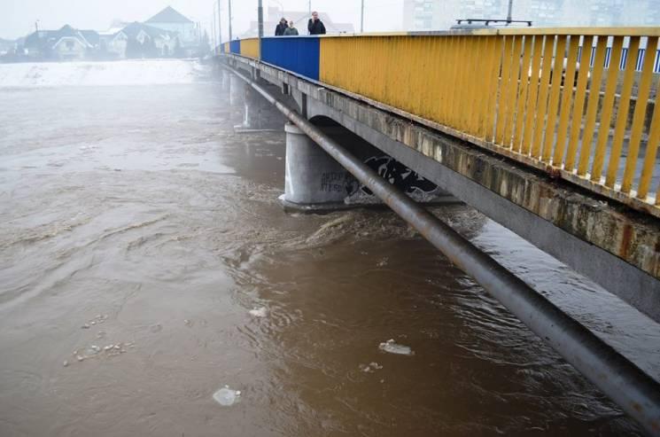 Гідрометцентр попереджає про загрозу лавин уКарпатах і підйому води у річках