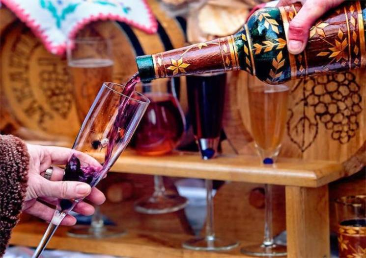 Вино, колядки і