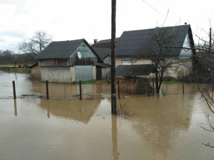 На Закарпатье остаются подтопленными почти 300 домохозяйств