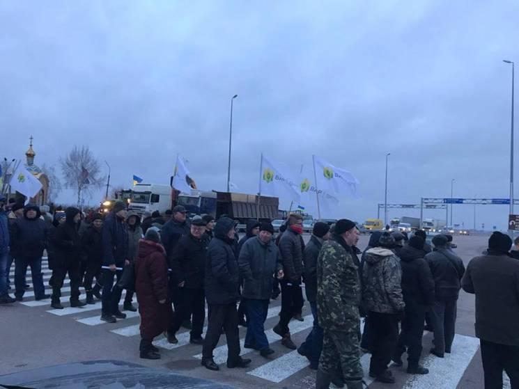 Протест аграріїв: наЧеркащині, Рівненщині таХмельниччині перекривали траси