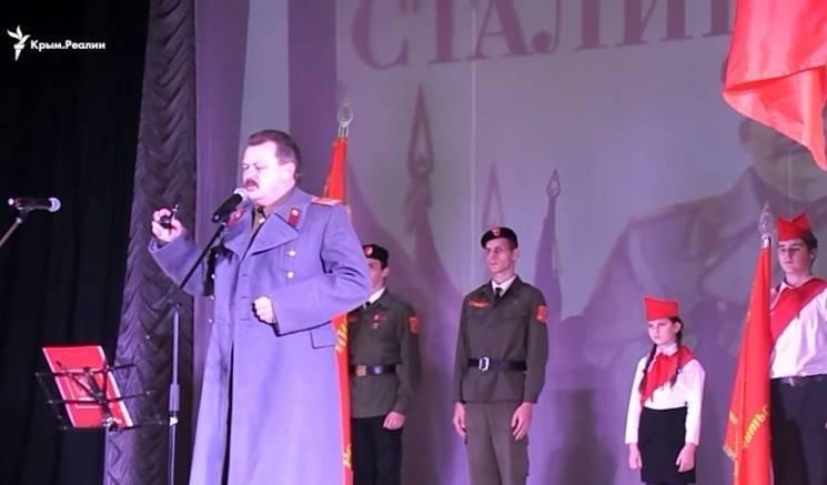 """""""Поверніть Сталіна"""" і нафталінова агітація: Як окупований Крим накриває невиліковний """"совок"""""""