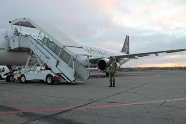 Взапорожском аэропорту пытался зарезать себя мужчина