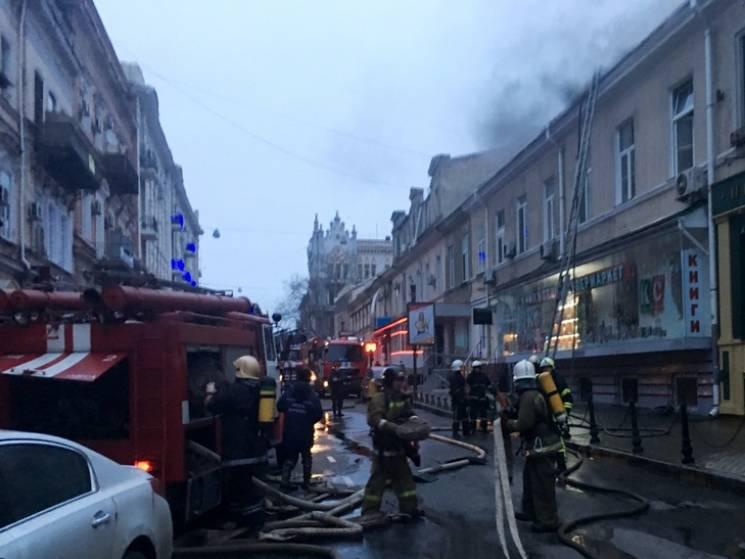 Вцентре Одессе тушили интенсивный пожар