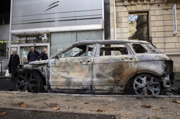 Насильство у Франції: Чим протести загрожують Макрону та Україні
