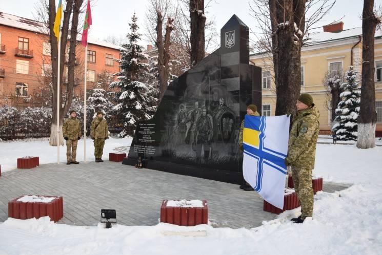 Буковинські прикордонники на підтримку полонених моряків розгорнули прапор ВМС (ФОТО)