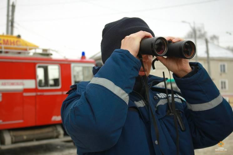 Вслід за тернопільськими рибалками на став вийшли й рятувальники (ФОТОРЕПОРТАЖ)