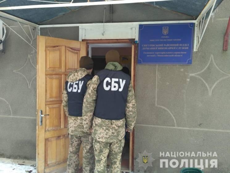 На Миколаївщині держслужбовця упіймали на хабарі (ФОТО)