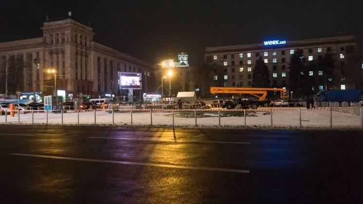 На центральній площі Дніпра почали збира…