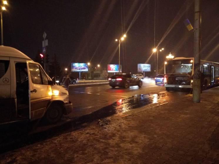 У центрі Запоріжжя зіткнулися автобус та…