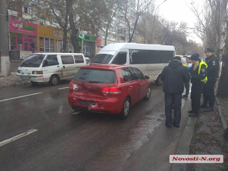 У Миколаєві зіткнулися п'ять автівок та паралізували рух центральним проспектом (ФОТО)