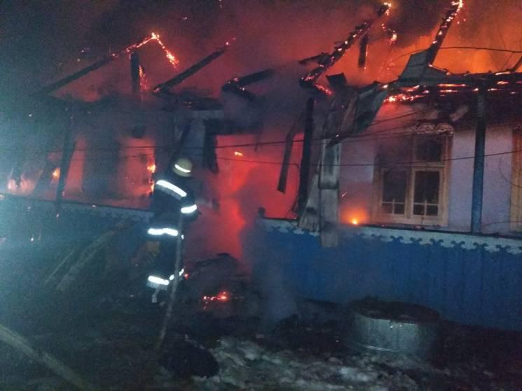 На Буковині пожежа залишила родину без будинку