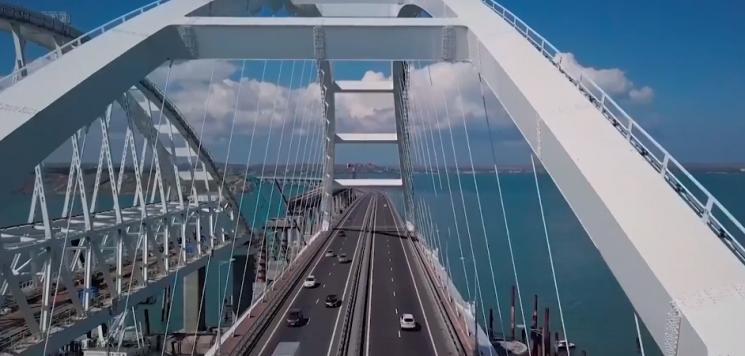 На Кримському мосту виявили серйозні проблеми, що унеможливлюють рух потягів (ВІДЕО)