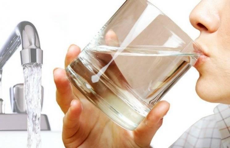 Мешканцям столичної Оболоні та Троєщини радять не пити воду з крана (АДРЕСИ)
