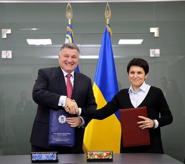 Аваков підписав із ЦВК історичний виборчий меморандум (ФОТО, ВІДЕО)