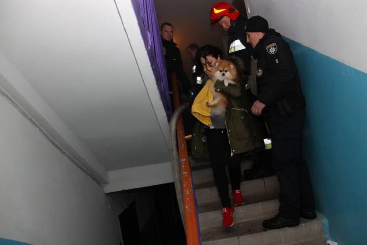Опіки кінцівок та евакуація мешканців: у Калуші горіла квартира