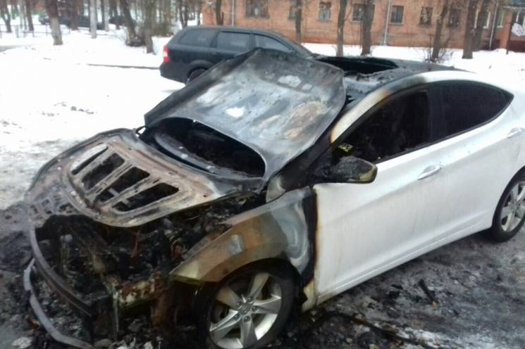 У Харкові вночі згоріли Hyundai та Mazda (ФОТО)
