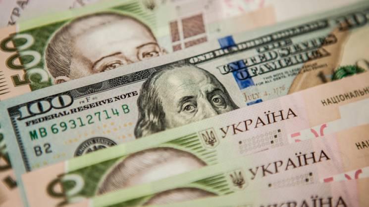 Гривня укріплюється: У столичних обмінниках курс долара впав до 28 UAH/USD