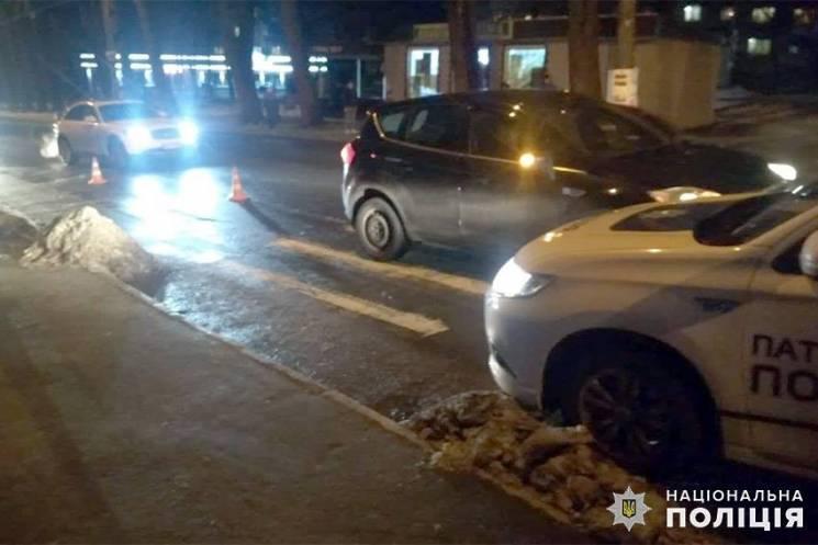 Минулої доби на Хмельниччині під колесами автівок травмувалися двоє пенсіонерів