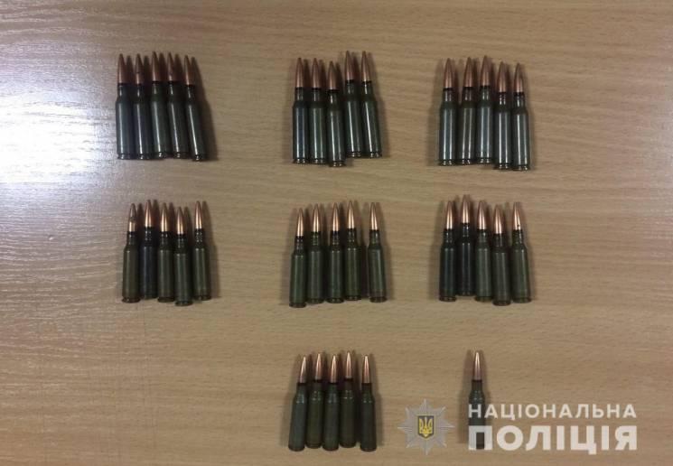 На Дніпропетровщині затримали чоловіка із наркотиками та набоями (ФОТО)