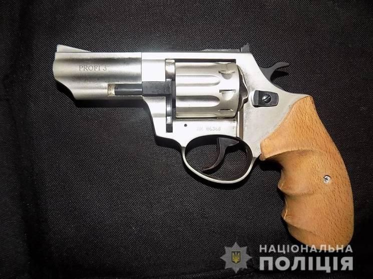 У Біляївському районі у чоловіка вилучили марихуану та зброю (ФОТО)