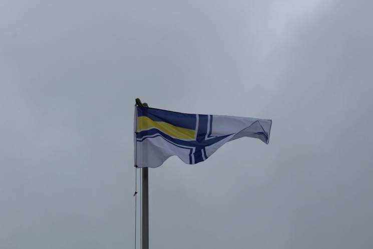 У Бердянську підняли військово-морський прапор України на підтримку полонених моряків (ФОТО)