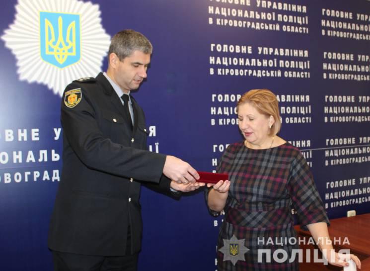 """У Кропивницькому волонтерку нагородили відзнакою МВС за допомогу бійцям """"Святослава"""""""