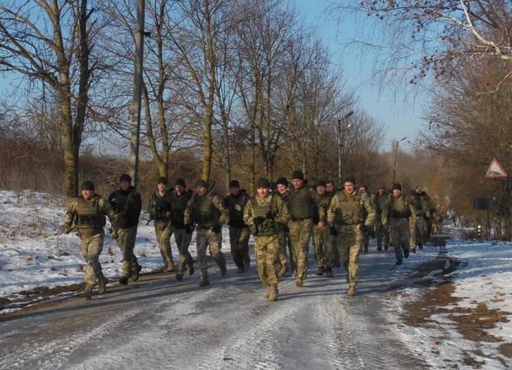 Святковий марш-кидок здійснили кам'янецькі армійці Центру розмінування (ФОТО)