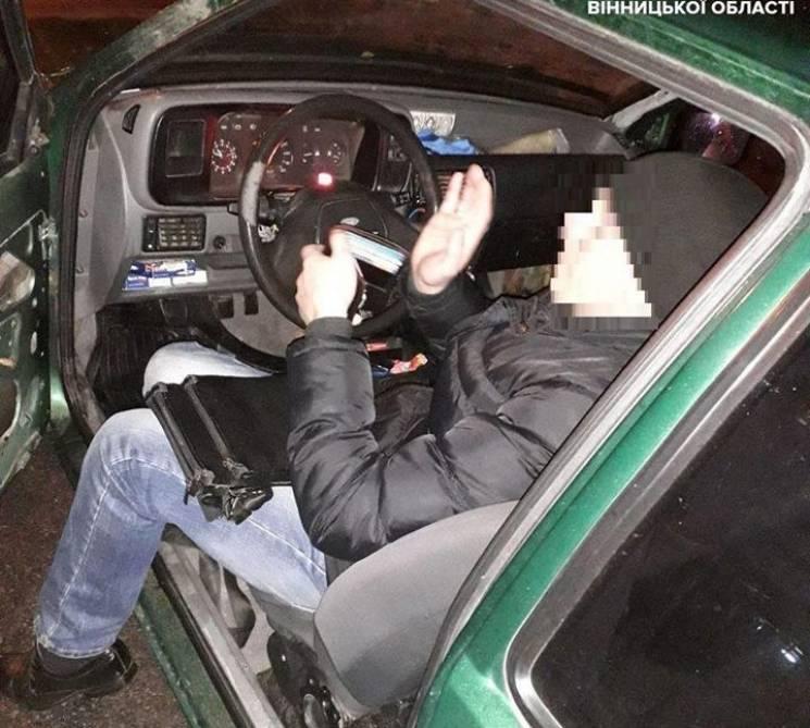 На Вишеньці п'яний водій заснув перед світлофором (ФОТО)