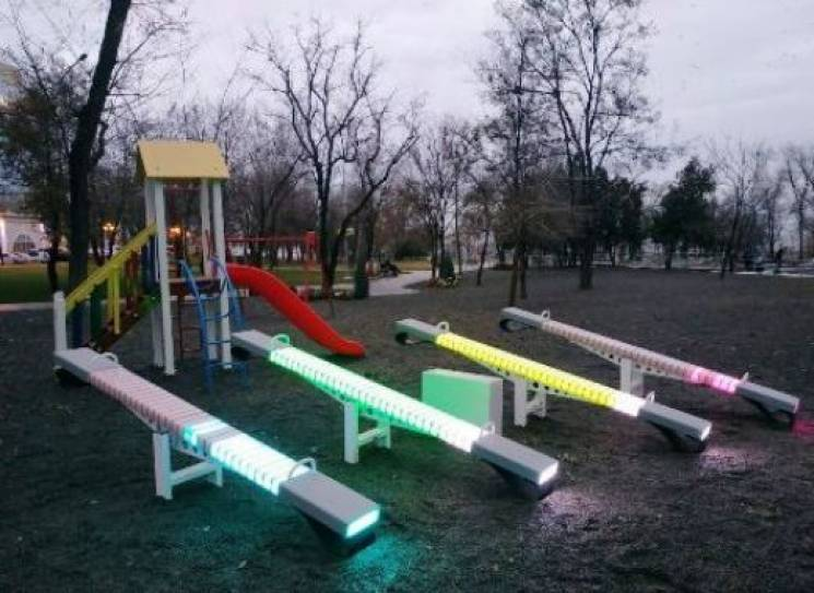 Сяючі гойдалки, що встановили в Одесі, виготовлені на Росії, - ЗМІ