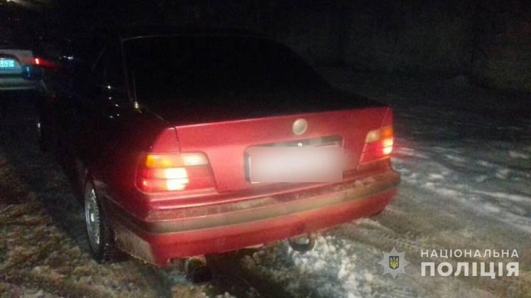 На Полтавщині копи затримали автівку з підробленими документами