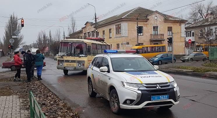 На Запоріжжі жінка потрапила під колеса автобусу на пішохідному переході (ФОТО)