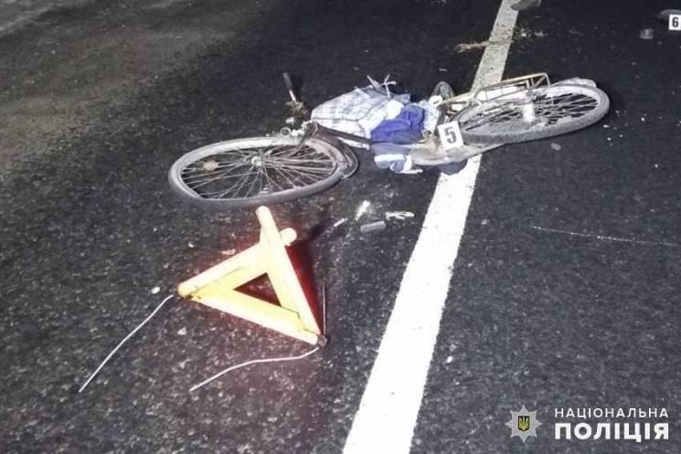 На Хмельниччині під колесами вінницької вантажівки загинув велосипедист (ФОТО)