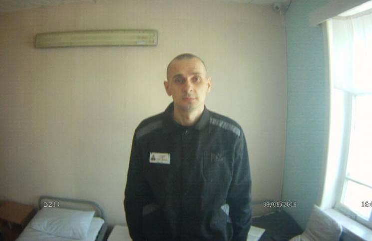 Режисер Куров про стан Сенцова: Йому вже краще, але він досі в медсанчастині
