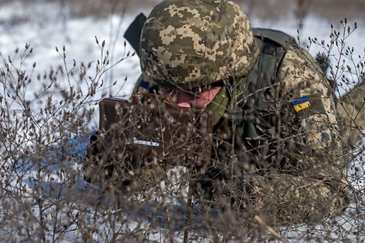 Доба в ООС: Бойовики гатять із мінометів і кулеметів, поранений український боєць