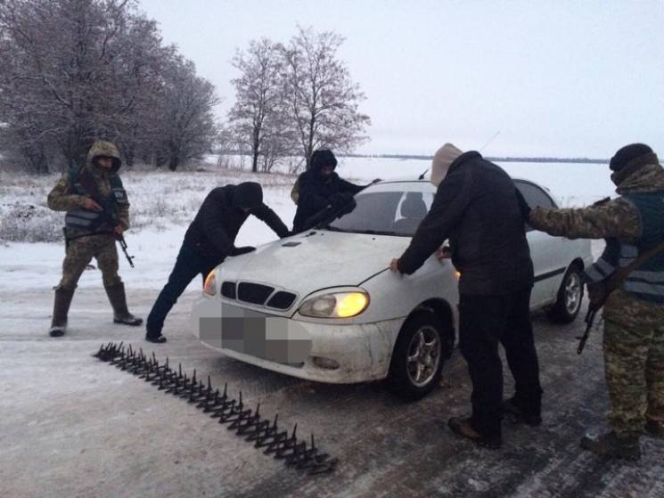 На Харьковщине поймали нелегала из Бангладеш в сопровождении проводников-украинцев (ФОТО)