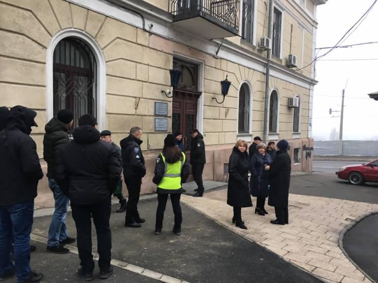 В Одеському медуніверситеті заявили про рейдерське захоплення ректорату (ФОТО, ВІДЕО)
