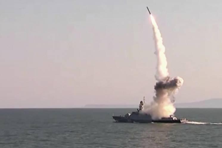 В окупованому Севастополі взяли на озброєння російський корабель з крилатими ракетами (ВІДЕО)