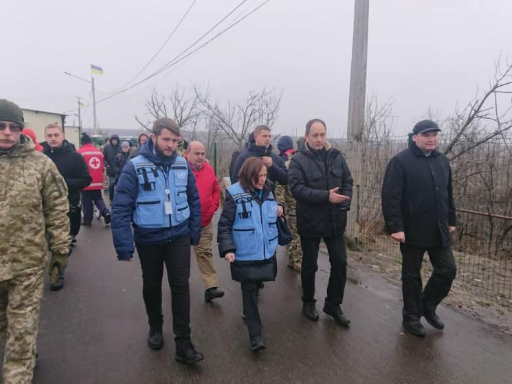 Координатор ООН приїхав на Донбас перевірити КПВВ у Станиці (ФОТО)