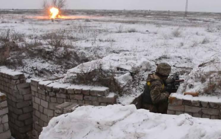 Бойовики на Донбасі 11 разів обстріляли позиції ЗСУ, поранено двох бійців