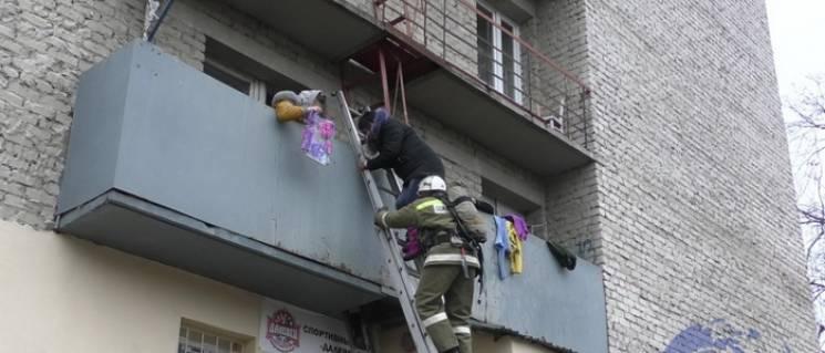 У Луганську загорівся гуртожиток, евакуйовано понад 70 осіб (ФОТО)