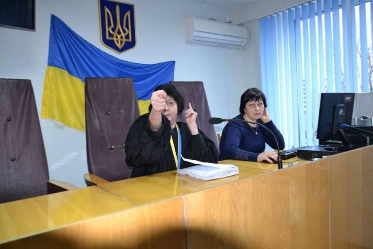 Запорізька суддя під час засідання крутила дулі адвокатові (ФОТО, ВІДЕО)